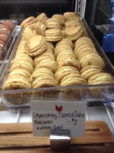Cran Cheesecake Macaron